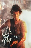 Sigourney-Weaver-as-Ripley-in-Aliens-alien-aliens-8255352-800-1213.jpg